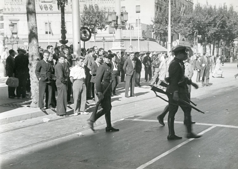 1934 AFB Vaga general amb motiu de protesta contra la constitució del Govern de la República. Plaça de Catalunya i Rambla de Catalunya. Autor Pérez de Rozas, Carlos