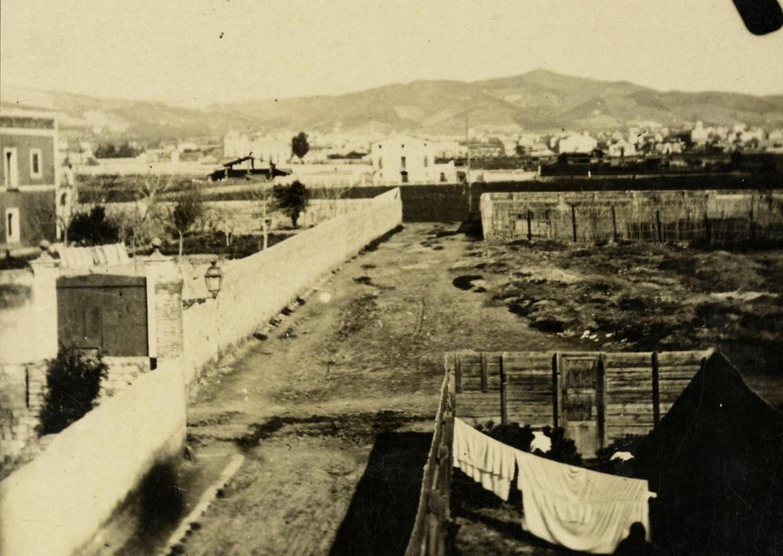 1900 AMDS Vista del carrer de Miquel Àngel cruïlla amb el carrer de Papin. A l_esquerra cal Sr. Nicasi.