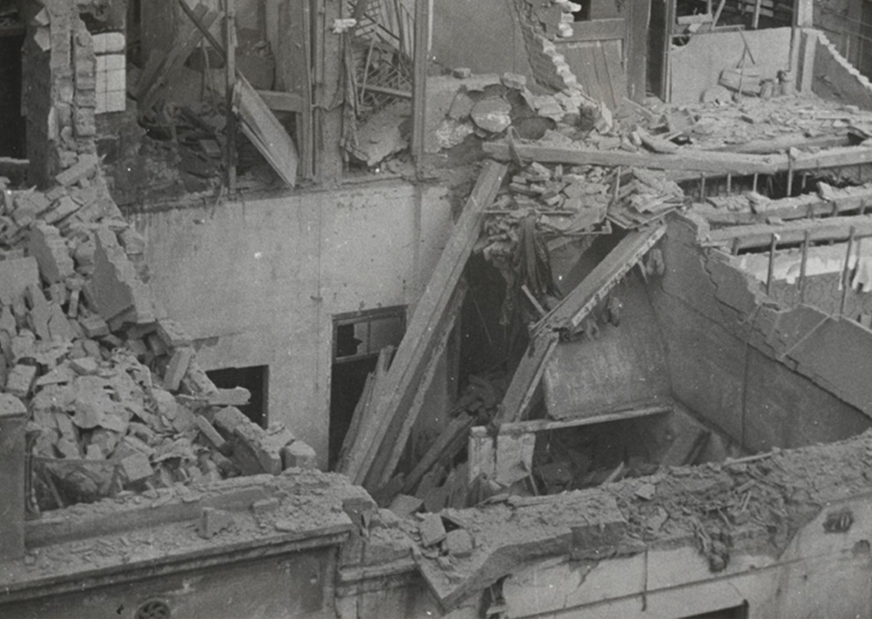 1937-Arxiu-Fotogràfic-de-Barcelona-AFB1-001-Ajuntament-de-Barcelona-L100-Cultura-Bombardeig-al-Poble-sec-autor-Perez-de-Rozas-3